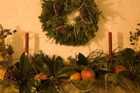 christmas decoration ideas for apartments christmas decorating ideas for small apartments apartments com