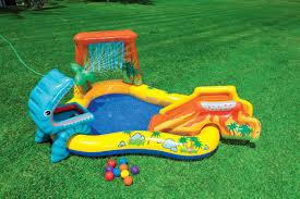 giardino bambini giochi estivi e gonfiabili per bambini