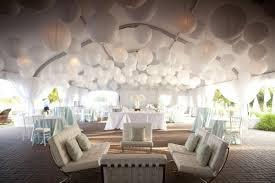 tenture plafond mariage 15 idées pour décorer plafond le jour j j ai dit oui