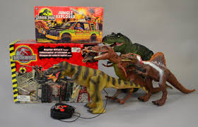jurassic park car toy good quantity of jurassic park toys boxed kenner jungle explorer