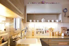 arrange the open shelves in your kitchen renomania
