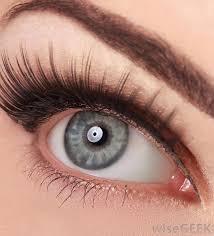 what should i consider when applying false eyelashes