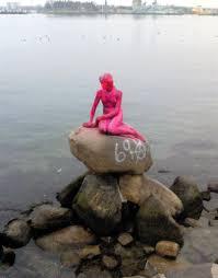 copenhagen u0027s little mermaid statue doused with paint again