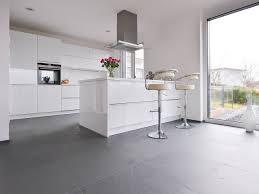 cuisine blanche sol gris cuisine sol gris clair sup rieur renovation carrelage 2