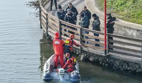 hobby auto porto mantovano delitto sul ponte gli speleologi a caccia della pistola cronaca