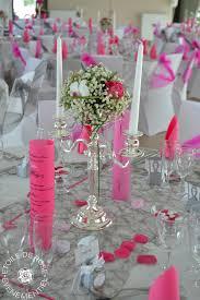 exemple de nom de table pour mariage mariage fuchsia gris blanc etoile de rose