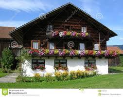 Bauernhaus Traditionelles Bauernhaus Im Bayern Stockfoto Bild 6102102