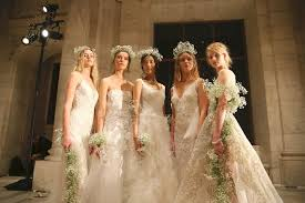 when to shop for a wedding dress how to choose your wedding dress 70 things to brides