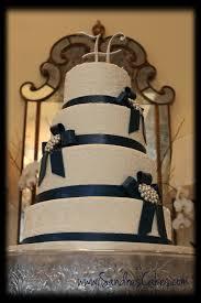 elegant and classy wedding cake