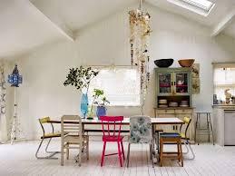 chaises cuisines mismatched chairs chaises dépareillées tendance déco chaise