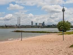 Baden Im Rhein Sommer Sonne Und Paradiesstrand Duessel Aqua