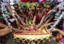 How To Decorate Janmashtami At Home by Janmashtami 2014 India Celebrates Lord Krishna U0027s Birth