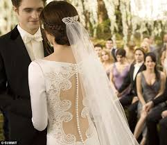 twilight wedding dress twilight breaking swan s stunning twilight wedding