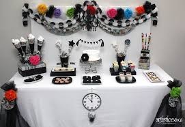 New Years Eve Decorations Amazon by 35 Black And White New Year U0027s Eve Party Table Decorations