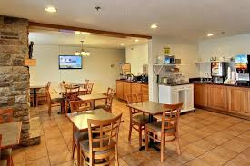 Bed And Breakfast Traverse City Mi Days Inn And Suites Traverse City Mi Booking Com
