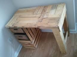 Build Simple Wood Desk by 388 Best Pallet Desks Images On Pinterest Pallet Desk Pallet