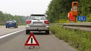 si e auto age unfall auf der autobahn so verhalten sie sich richtig das erste