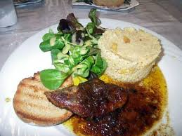 cuisiner foie gras frais recette de foie gras frais au confit d oignon et pineau sur taboule