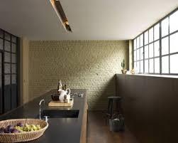 cuisine couleur ivoire peinture couleur jaune sorbet sur mur cuisine en briques