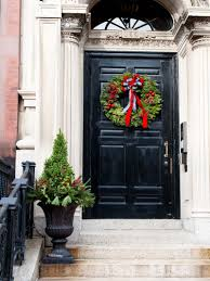 Christmas Decorations For Porch Columns by 40 Stunning Christmas Porch Ideas