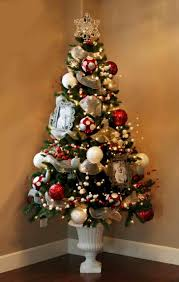 decorating ideas for small tree top hat