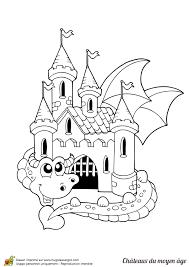 ce dragon est le gardien de ce beau château dessin à colorier
