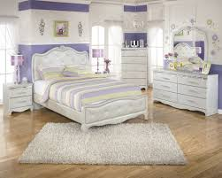 4pc upholstered bedroom set in silver pearl faux gator