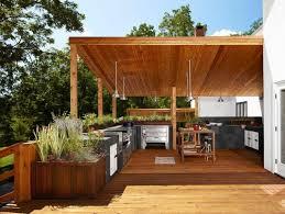 cuisine d été en bois cuisine extérieure été 50 exemples modernes pour se faire une