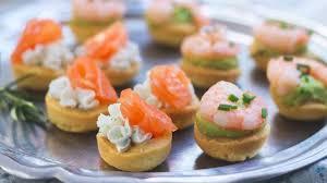 canap avocat crevette bouchées apéritives saumon fromage ou crevette avocat recette par