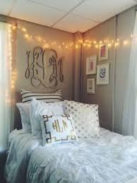 farmhouse meets shabby chic dorm room we swoon over this vintage