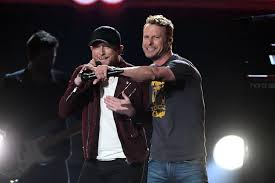 dierks bentley son cole swindell and dierks bentley bring the party to the acm awards