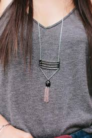 wear long necklace images How to wear long necklaces purpose jewelry png