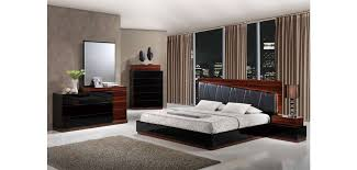 Diamond Furniture Bedroom Sets by Lexi Modern Bedroom Set In Black And Walnut Finish