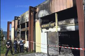 Visites Privées 13 Appartements Français Osent La Couleur Loire Théâtre De Beaulieu Incendié Peut être La Conséquence De