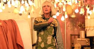 Chandelier Meaning Sia Watch Kristen Wiig Join Sia For U0027chandelier U0027 Performance At