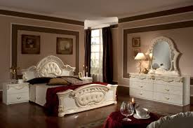 Italian Style Bedroom Furniture by Italian Style Queen Size Bed Set With Matching Dresser Decor Crave