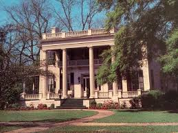 the 23 most incredible old houses featured in movies southern