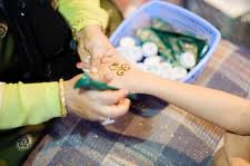 henna hand tattoo in dubai entouriste
