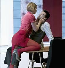 l amour dans le bureau un français sur trois aurait eu une aventure avec un collègue de