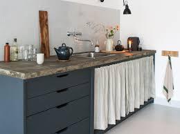 rideau pour meuble de cuisine d anciens rideaux en détournés en rideaux pour meuble