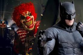halloween horror nights clown batman u0027s here to save terrified kids from creepy clowns new york