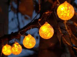 la guirlande lumineuse d extérieur c est la fête chez vous