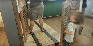 Kitchen Saloon Doors Kid Finds Out The Hard Way How Saloon Doors Work The Daily Dot