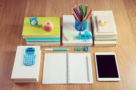 bureau rangé bureau rangé d étudiant photo stock image du coloré 47282794