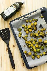 cuisiner choux de bruxelles frais recette de choux de bruxelles rôtis au four stella cuisine