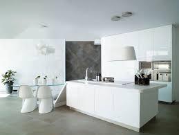 ilot central dans cuisine hotte décorative design comme un point focal dans la cuisine 105