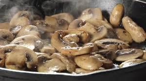 plats à cuisiner faire la cuisine plat de chignons rôtir hd stock 939
