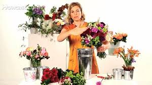 How To Revive Flowers In A Vase Keep Flowers Fresh By Treating Them To Vodka Bleach Lemonade Or