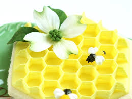 honey bee decorations for your home buzzing beautiful cakes with bees cakecentral com