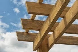 tonnelle en bambou fabriquer soi même sa tonnelle avec des branches ou des bois de